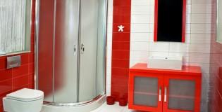 Червеният цвят в интериора на банята – съвети и идеи